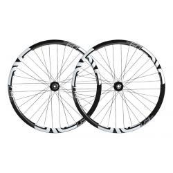 Roues à pneu 29p ENVE vtt M60 Carbon HV 29 32H King Boost noire carbon décor blanc