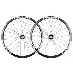 Roues à pneu 29p ENVE vtt M630 Carbon HV 29 28H King 6 Trous Boost noire carbon décor argent et blanc